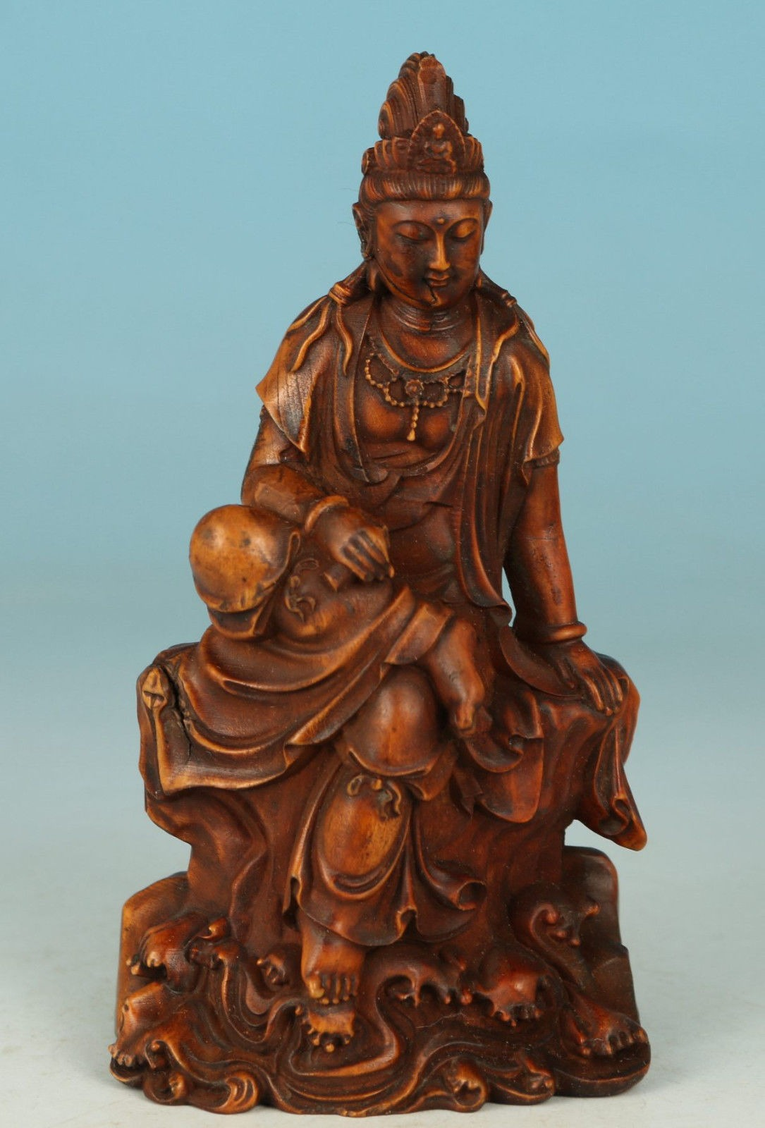 Japan Edo Period Hand Carved Kwan Yin in Buxus Wood